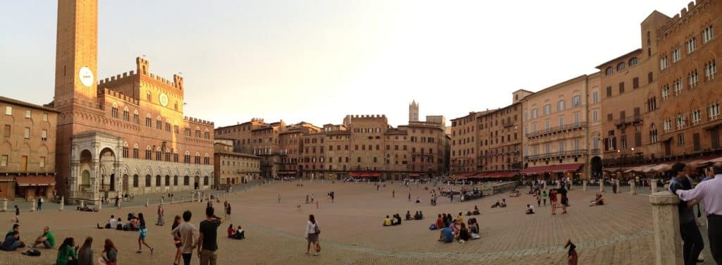 The Piazza de Campo is one of the best things to do in Siena