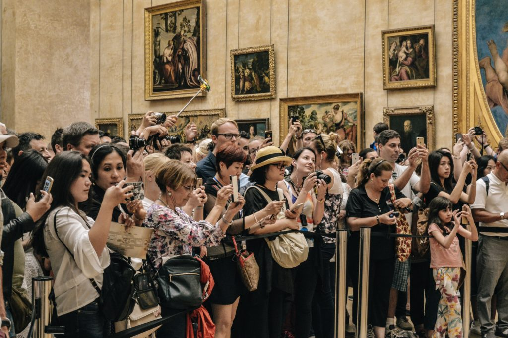 the crowd at the Mona Lisa