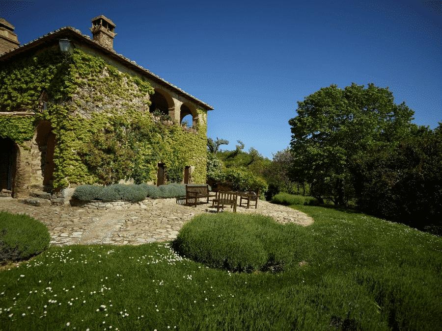 Casa di Viti Rossi is a Private Tuscan Villa in Chianciano Terme Southern Tuscany